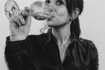 kresba-naprani-portret-art-uhlem-divka-sesklenici-zakazka-radekzdrazil-20190116,
