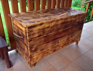 dřevěna truhla